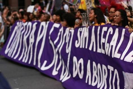 O ABSURDO E A NECESSIDADE DE SER MULHER NO NOSSO TEMPO