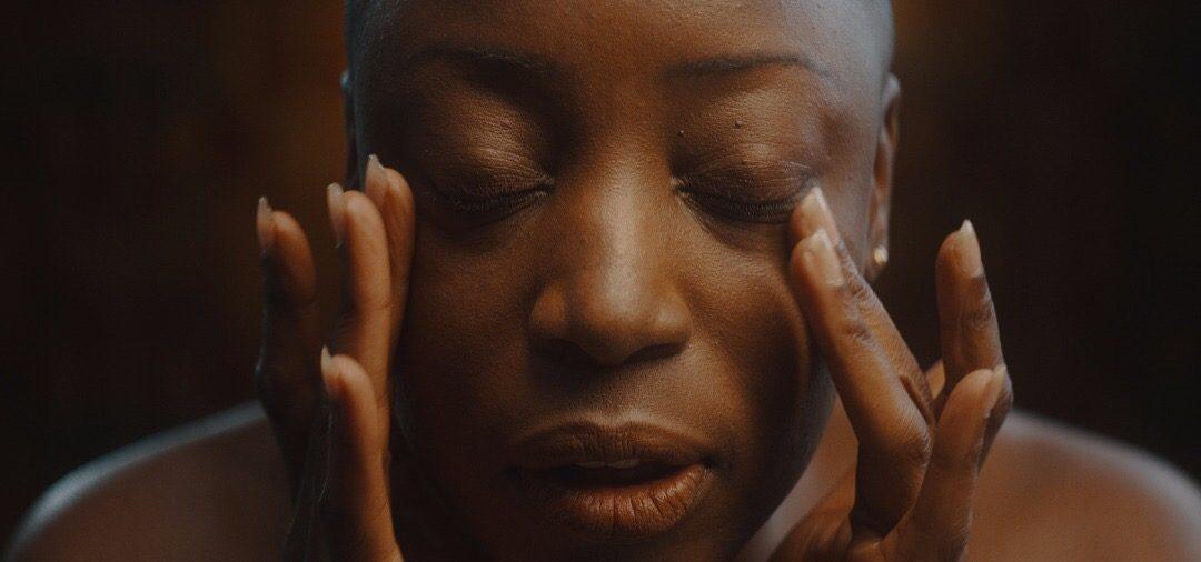 Skin (2019): um manifesto sobre a beleza da pele negra