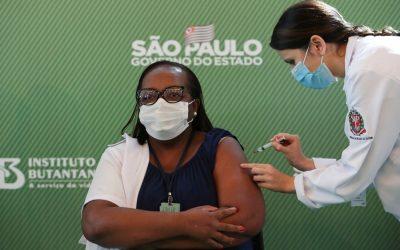 Levantamento mostra que população negra é minoria entre os vacinados contra a covid-19 no Brasil