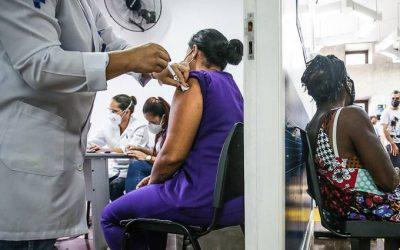 Estudo defende que pessoas pobres e negras tenham prioridade na vacinação
