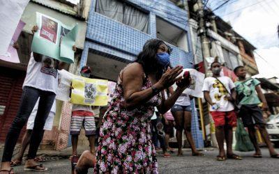 Familiares de jovens negros assassinados após furtarem pedaços de carne no Atakarejo fazem protesto