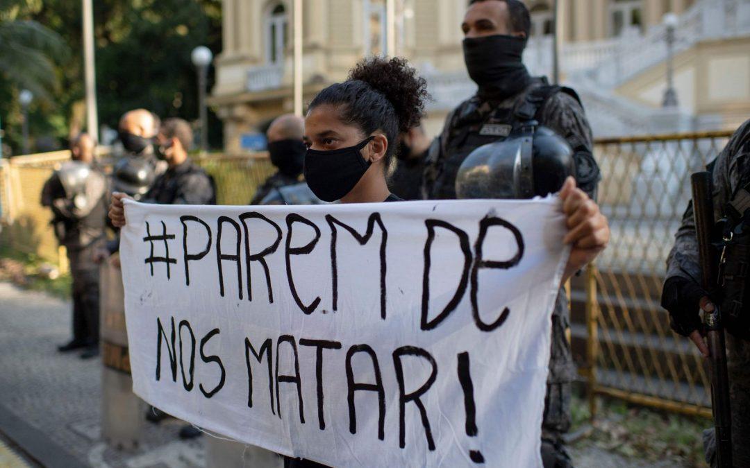 Anuário Brasileiro de Segurança Pública indica que 78,9% das mortes por intervenção policial no país são de pessoas negras