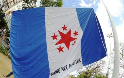 Revolta dos Búzios: hasteamento de réplica da bandeira do movimento marca 223 anos da insurreição negra