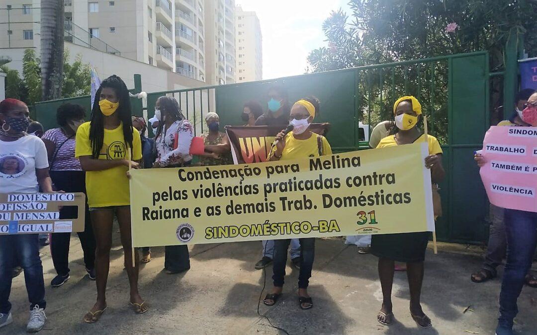 Sindicato das Trabalhadoras Domésticas faz protesto em frente a casa de patroa que agrediu babás em Salvador (BA)