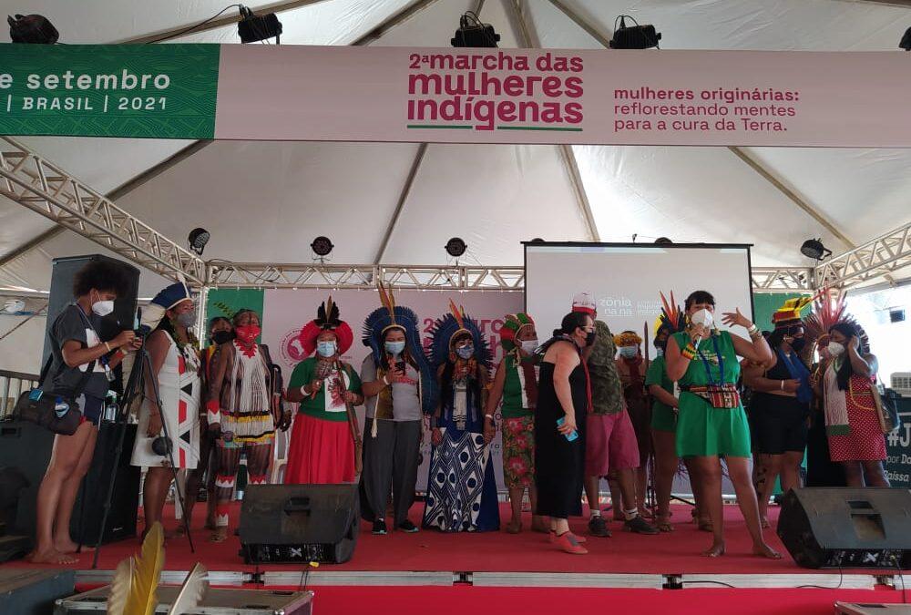URGENTE: Marcha das Mulheres Indígenas é suspensa devido a protesto golpista de bolsonaristas em Brasília